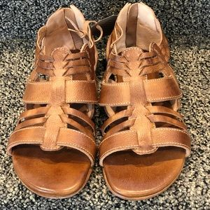 BEDSTU- NEW!! Cara Sandals - (nwt) Tan Rustic